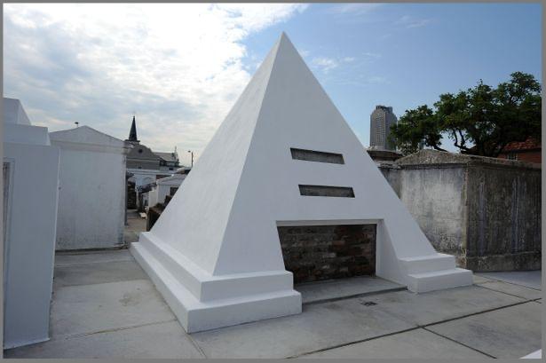 ニコラスケイジのお墓