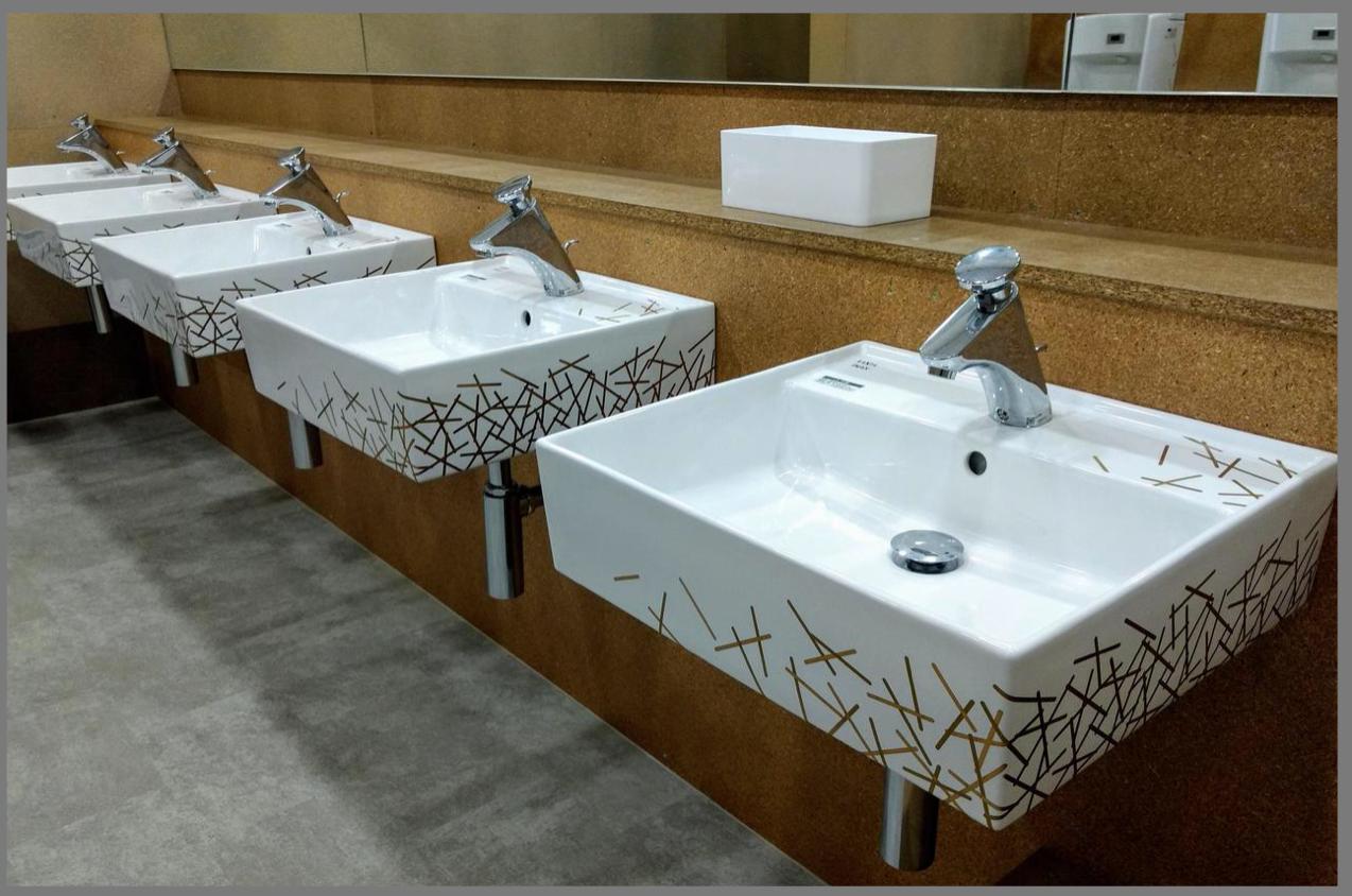 東京五輪 オリンピック選手村ビレッジの黄金トイレ