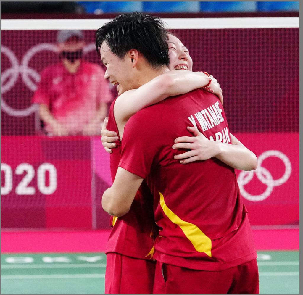 渡部東野ペア バトミントン 東京オリンピック 銅メダル 熱い抱擁 付き合っている